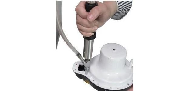 精密连接器拧进拧退手持式自动螺丝机研发成功-坚丰股份